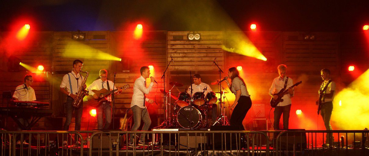 De PopUp coverband op Grastival 2019 in Luttelgeest.